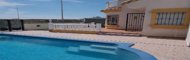 3 bedroom 2 bathroom with private pool – Holiday Let